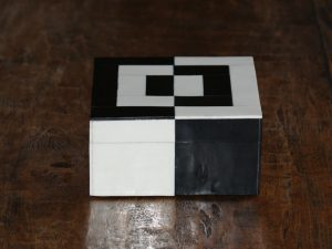 Square Box Black/White