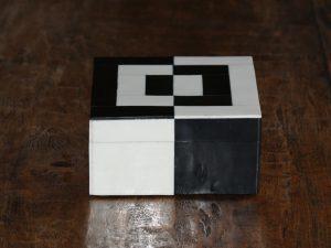 Square Box Black/White