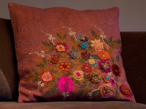 Cushion – EMBROIDERY Raspberry